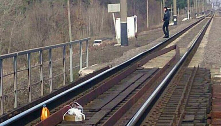 В Харьковской области на железной дороге нашли муляж мины