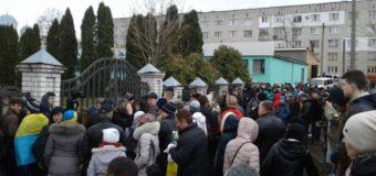 Московский патриархат не пускает украинцев помолиться в храм