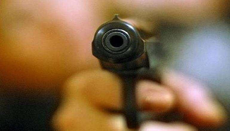 В Ужгороде мужчина устроил стрельбу, есть раненые
