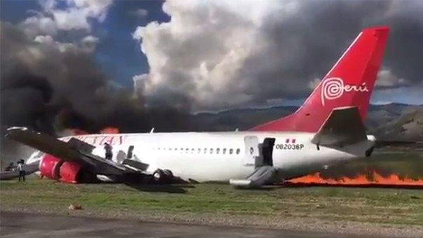 В Перу вспыхнул пожар на борту пассажирского самолета. Видео