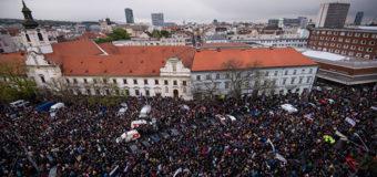 В Словакии школьники организовали многотысячный митинг против коррупции