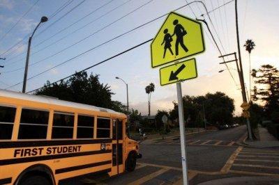 В США школьный автобус врезался в дерево