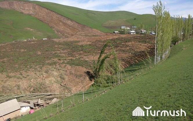 В Кыргызстане жизни двух десятков людей унес оползень