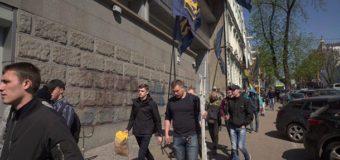 Акция протеста в Киеве: возле Сбербанка установили палатки. Фото