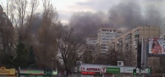 В Одессе возник масштабный пожар на рынке. Видео