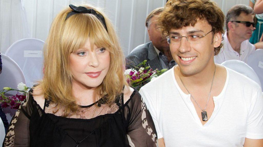 Сын Пугачевой и Галкина покорил Сеть, исполнив знаменитый хит. Видео