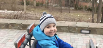 Максим Галкин учит сына водить внедорожник. Видео
