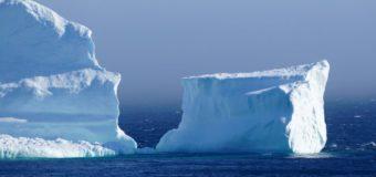 В сети появились удивительные кадры айсберга в Канаде. Видео