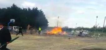 На карнавале во Франции прогремел мощный взрыв. Видео