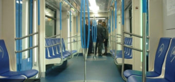 В поезде Московского метрополитена нашли странный предмет