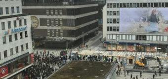 Наезд грузовика в толпу в Стокгольме: число жертв растет