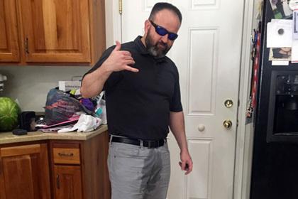 Американец умилил Сеть, намочив штаны вслед за маленькой дочерью. Фото
