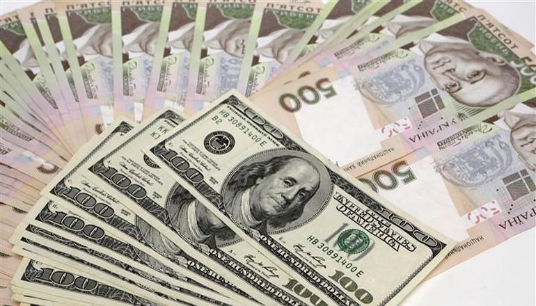 Українці почали купувати більше валюти