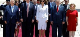 Первая Леди США отказалась взять мужа за руку во время визита в Израиль. Видео