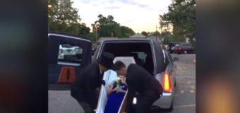 В США девушка прибыла на выпускной бал в гробу. Видео