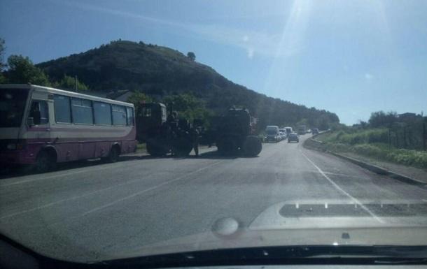 ДТП в Крыму: тягач с танком врезался в автобус. Видео
