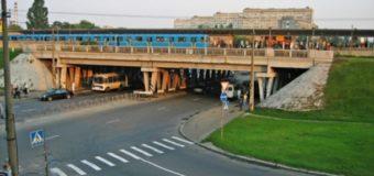В киевском метро, пытаясь прокатиться на вагоне поезда, погиб экстремал