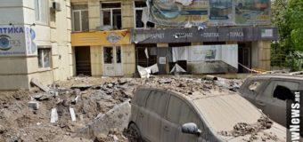 Из-за прорыва трубы в Киеве пострадали авто и дом: вода достигла седьмого этажа. Фото. Видео