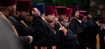 В Полтаве на митинг вышли священники. Фото