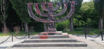 В Киеве осквернили памятник жертвам Холокоста. Фотофакт