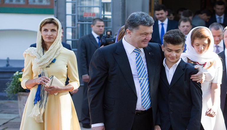 Порошенко объяснил, почему его сын надел футболку с надписью «Russia». Фото