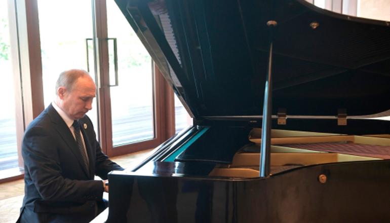 Путин в Китае сыграл на рояле. Видео