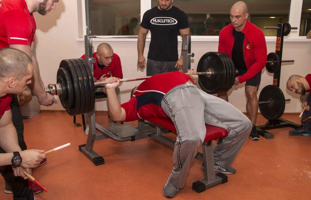 Тренажерный зал или фитнес: куда лучше ходить и почему