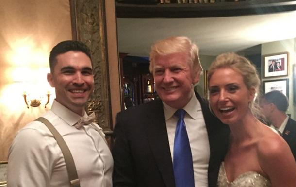 Дональд Трамп неожиданно зашел на чужую свадьбу. Видео