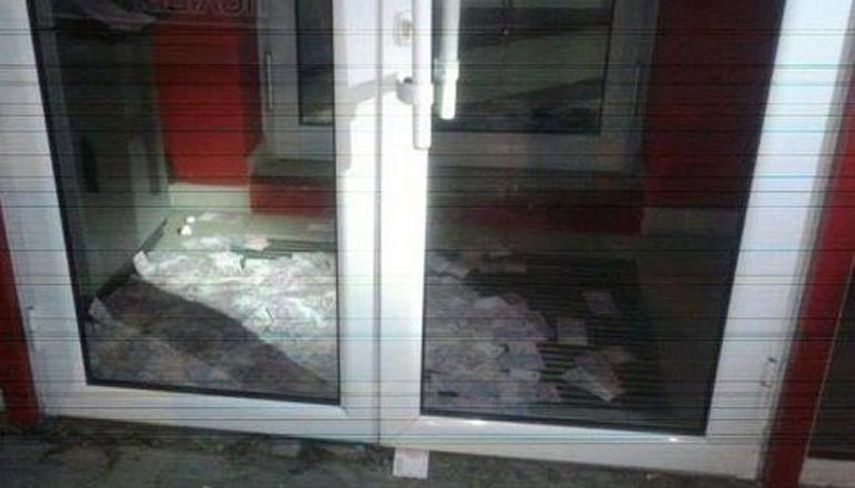 В Киеве два часа из банкомата сыпались купюры по 200 гривен