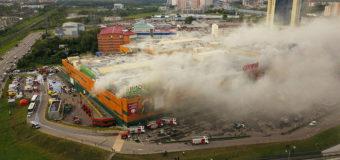 При пожаре в ТРЦ на севере Москвы пострадали 14 человек. Видео