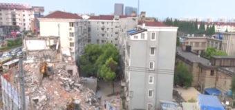 При обрушении здания в Шанхае погибли пять человек. Видео