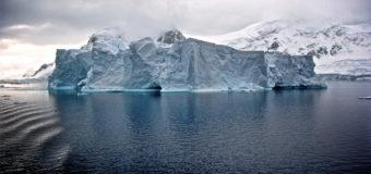 Ученые бьют тревогу: от Антарктиды откололся огромный айсберг
