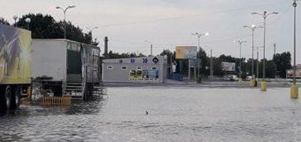 Мощный ливень в Одессе: затоплена часть улиц города. Фото