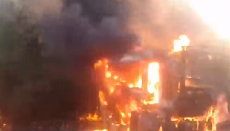 В Запорожской области сгорела машина с водителем. Видео