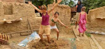 В Одессе строят школу из глины и соломы. Фото