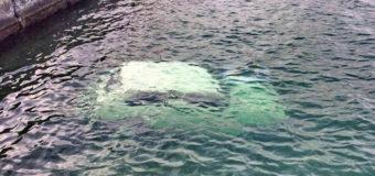 В Одессе в море нашли затонувший автомобиль. Фотофакт