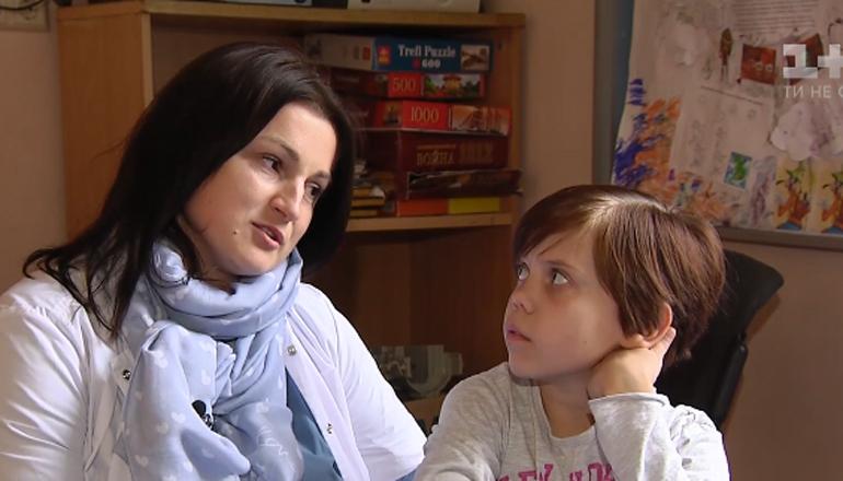 Больную девочку родные бросили на произвол судьбы в Киеве