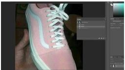 Какого цвета кроссовки: новая оптическая иллюзия взбудоражила Сеть. Фото