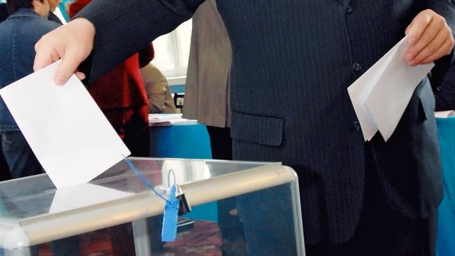 Обнародовано видео нападения на избирательный участок на Днепропетровщине