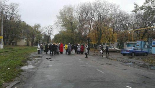 Коллектив детского одесского санатория перекрыл дорогу