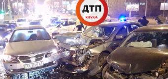 В Киеве столкнулись пять машин, пострадала беременная женщина