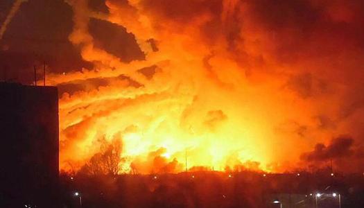 В Одессе вспыхнул пожар на заводе. Видео
