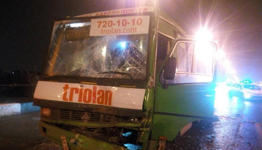 В Харькове столкнулись две маршрутки: много пострадавших