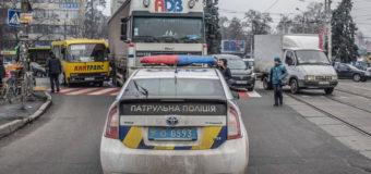 В Киеве 90-летняя старушка выжила после того, как ее переехала фура