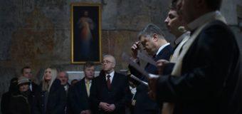 Петр Порошенко в храме Вильнюса наградил орденами двух литовцев