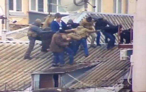 Опубликовано видео задержания Саакашвили на крыше