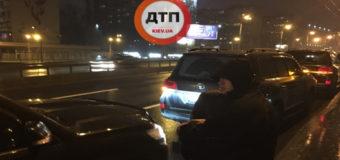 В Киеве один из участников ДТП напал на журналиста. Фото
