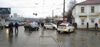 В Харькове неизвестный со взрывчаткой захватил заложников