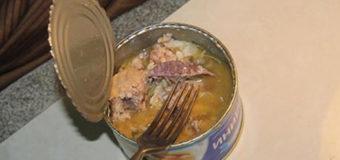 В Киеве мужчина нашел в консервах морского таракана. Фотофакт