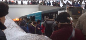 В Москве автобус сбил насмерть людей, съехав в подземный пешеходный переход. Видео